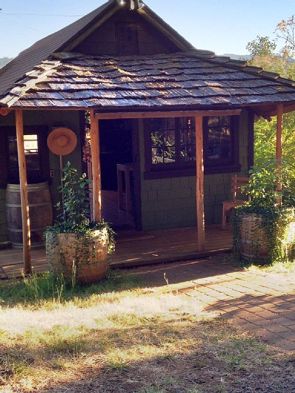 Stay At Our Vineyard Cabin!